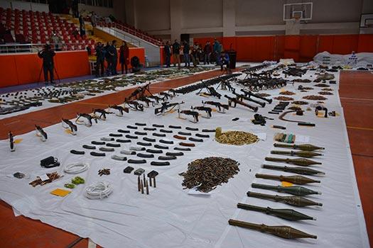 PKK'ya büyük darbe!.. Ele geçirilen mühimmat salona sığmadı
