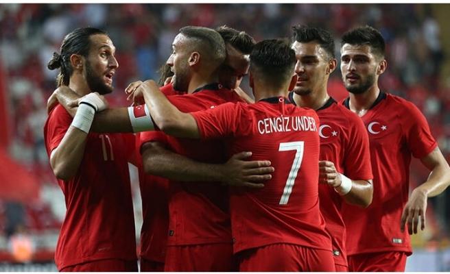 A Milli Takım, Yunanistan'ı ilk yarıda devirdi