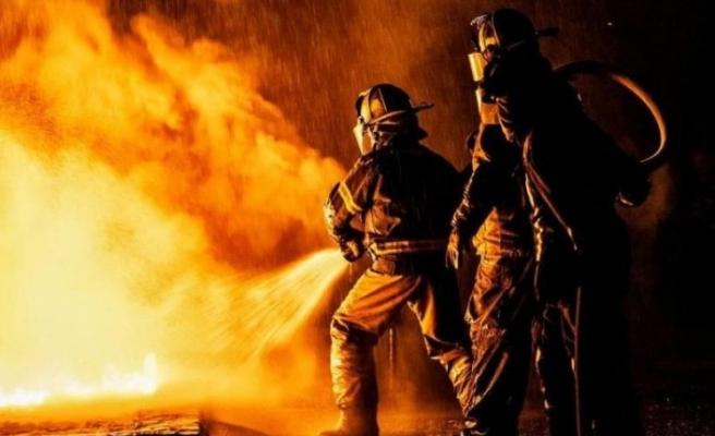 Açık unutulan ütü yangına neden oldu