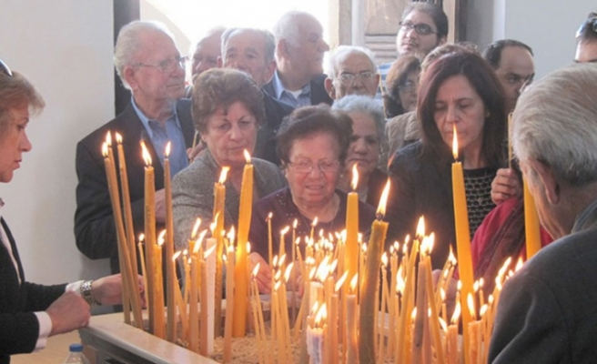 Kıbrıslı Rumlar St. Barnabas'ta ayin yaptı