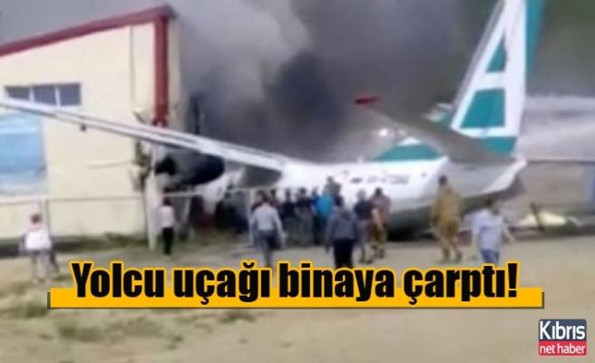 Yolcu uçağı binaya çarptı!