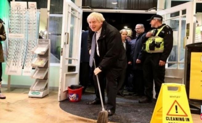 İngiltere Başbakanı paspas yaptı