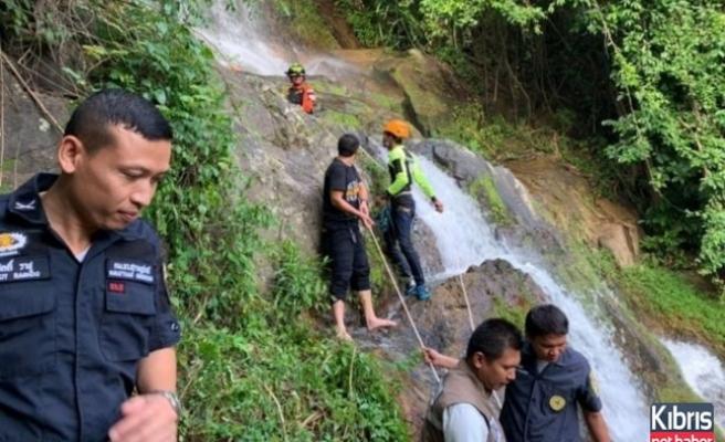 Selfie çekerken 80 metre aşağı düşerek öldü