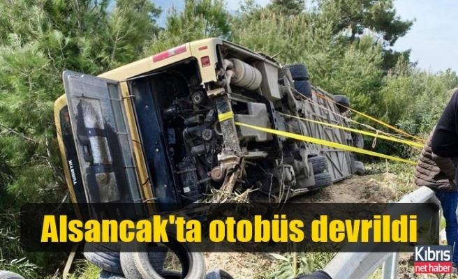Alsancak'ta otobüs devrildi