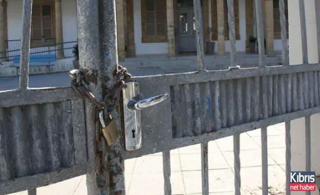 Güney Kıbrıs'ta tüm okullar tatil