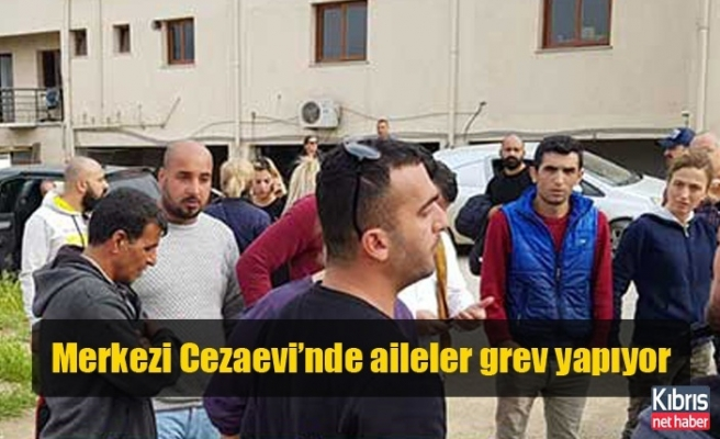 Merkezi Cezaevi'nde aileler grev yapıyor