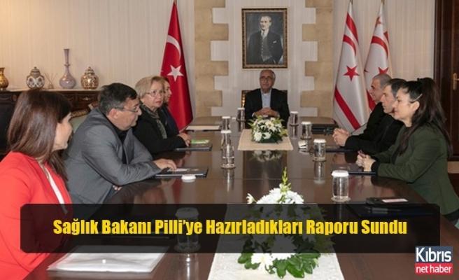 Sağlık Bakanı Pilli'ye Hazırladıkları Raporu Sundu