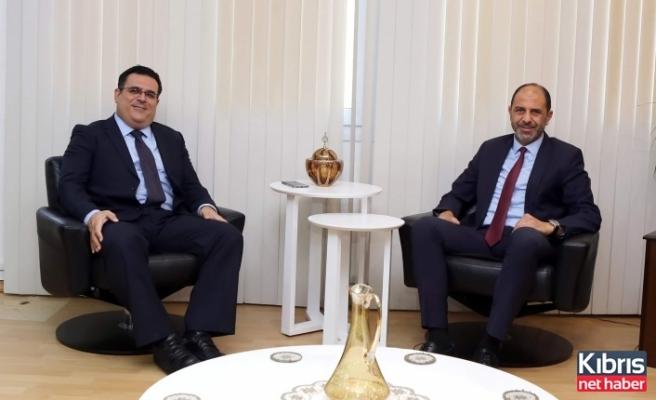 DAÜ Rektörü Prof. Dr. Hocanın, Başbakan Yardımcısı Prof. Dr. Özersay'ı Ziyaret Etti