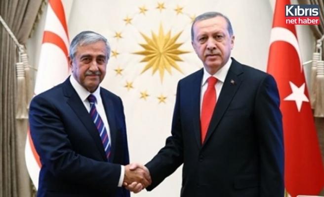 Cumhurbaşkanı Akıncı ile Erdoğan bayramlaştı