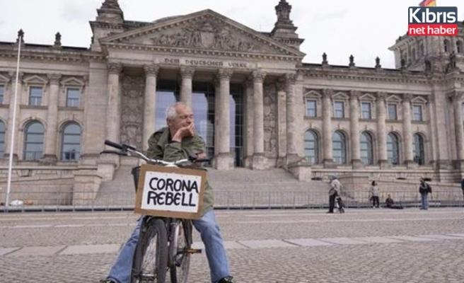 Almanya'da son 24 saatte 2143 Covid-19 vakası tespit edildi