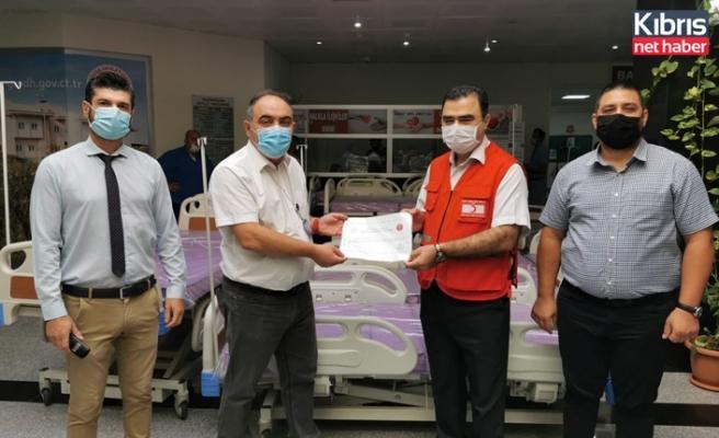 Kuzey Kıbrıs Türk Kızılay'ından hastanelere 65 adet yatak bağışı