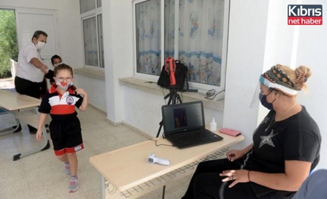 Gönyeli Belediyesi, 2 okula  temassız ateş ölçer termal kamera' desteği sağladı