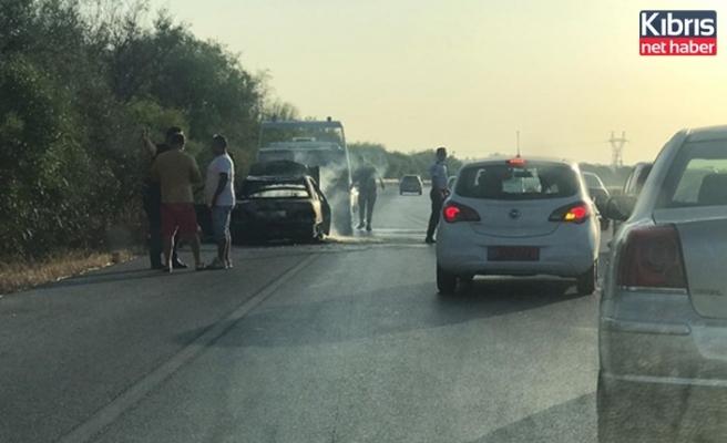 Lefkoşa-Gazimağusa ana yolunda bir araç yandı