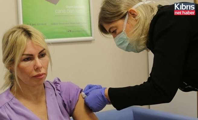Kovid-19 aşısının 2. dozu yapılan Prof. Dr. Özkan: Kendimi gayet dinç hissediyorum