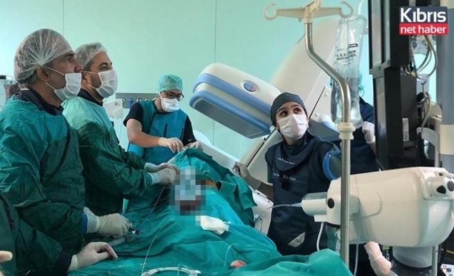 Kalp krizi geçiren hastanın kalbinde oluşan delik, Kıbrıs'ta ilk kez uygulanan şemsiye yöntemiyle kapatıldı