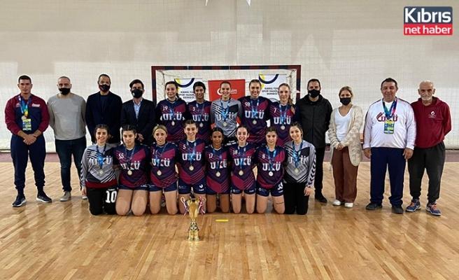 Şampiyon UKÜ kadın hentbol takımı