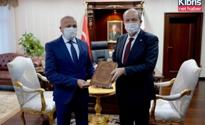 Cumhurbaşkanı Tatar'a kitap takdimi