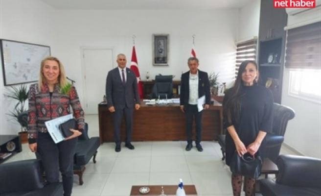DAÜ, iletişim fakültesi yetkilileri Amcaoğlu'na othello bienali hakkında bilgi verdi