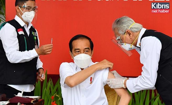 Endonezya'da ilk aşı Devlet Başkanı Widodo'ya yapıldı