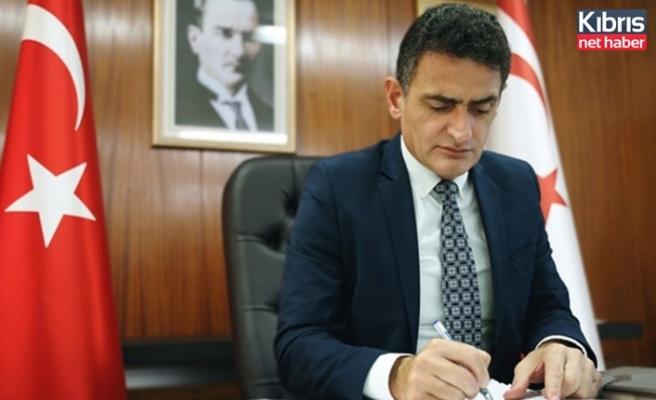 """Maliye Bakanı Oğuz: """"Dr. Küçük en umutsuz ve karanlık günlerde Kıbrıs Türk halkına öncülük etti"""""""