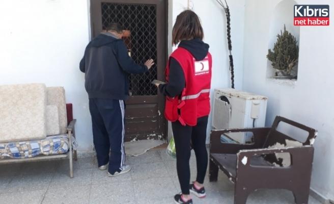 Kuzey Kıbrıs Türk Kızlayı ihtiyaçlı ailelere gıda yardımlarına başladı