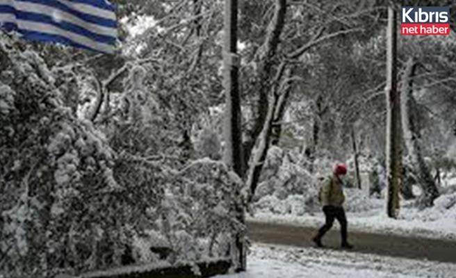 Yunanistan'da kış 4 can aldı
