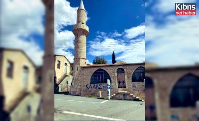 Camiye ve Okula çirkin saldırı