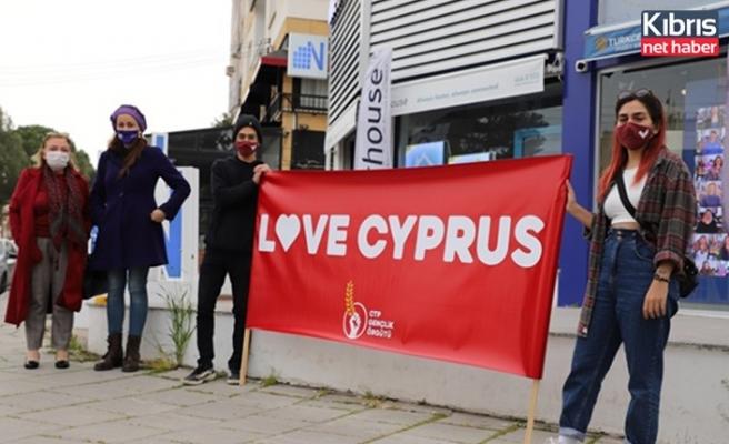 """CTP Gençlik Örgütü üç şehirde eş zamanlı """"love cyprus"""" sloganıyla eylem düzenledi"""