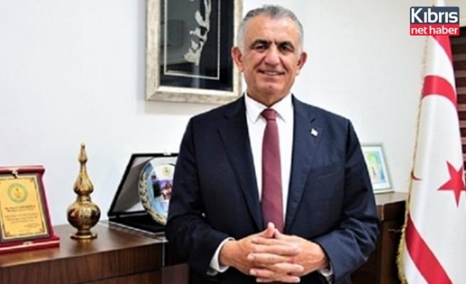 Bakan Çavuşoğlu, Dünya Veteriner Hekimler Günü Dolayısıyla Mesaj Yayınladı