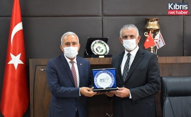 Bakan Çavuşoğlu İTÜ Kuzey Kıbrıs kampüsü Rektörü Prof. Dr. Kınacı'yı kabul etti