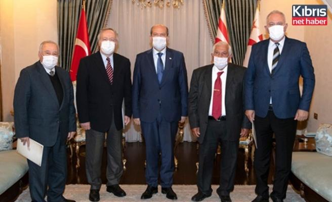 Cumhurbaşkanı Tatar, bazı eski dışişleri bakanlarıyla bir araya geldi