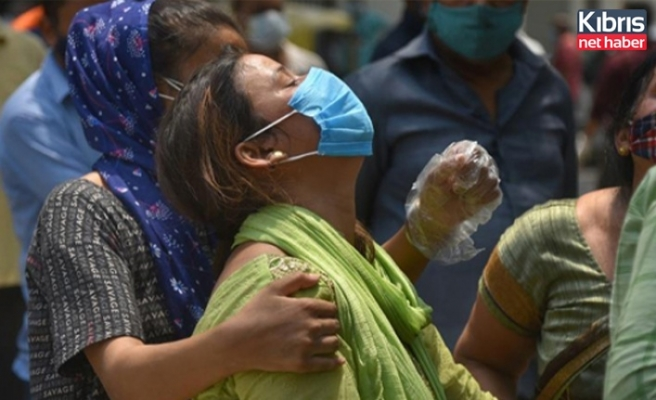 Hindistan'da yeni rekor: Son 24 saatte 379 bin 257 vaka