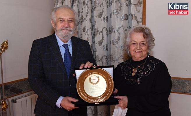 Prof. Dr. F. Neriman Özhatay, TÜMBİFED tarafından ödüle layık görüldü