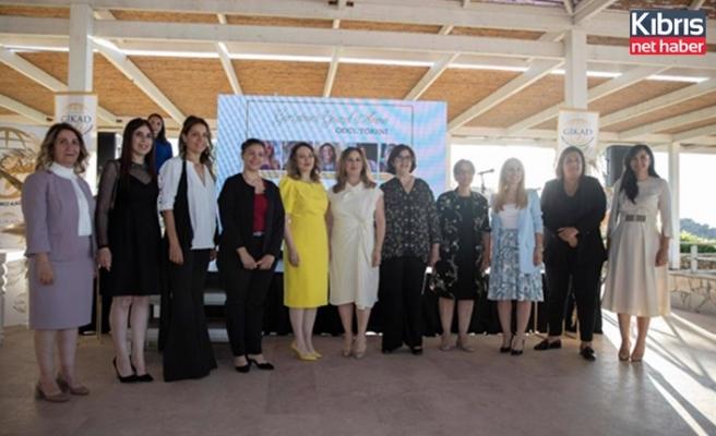 """Sibel Tatar """"girişimci güzel anne ödül töreni""""ne katıldı"""