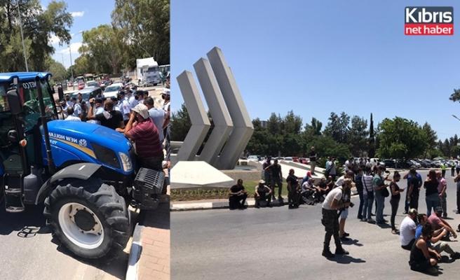 Hayvancılar Meclis önünü ve Özgürlük Anıtını trafiğe kapattı