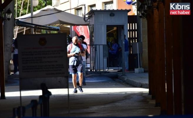 Yeniden Başlayan Geçişlerin İkinci Gününde Kktc'ye 4966, Güney Kıbrıs'a 3771 Giriş Yapıldı