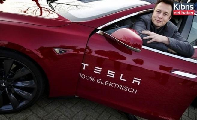 Elon Musk'tan Tesla uyarısı: Otomatik pilota güvenmeyin