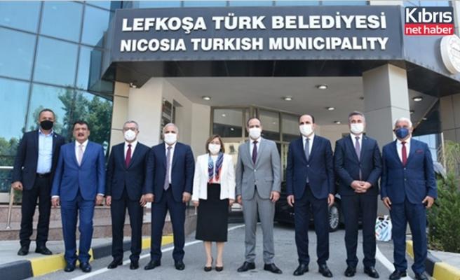 Harmancı, Türkiye'nin 5 Büyükşehir Belediyesinin başkanları ile biraraya geldi