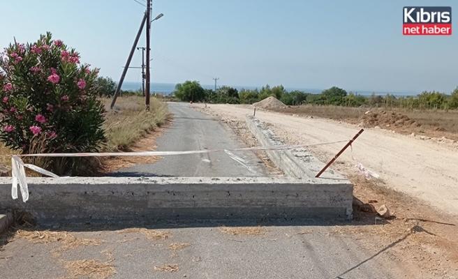 Ölçümlerde arsası içinden geçen kamu yolunu betonla kapattı