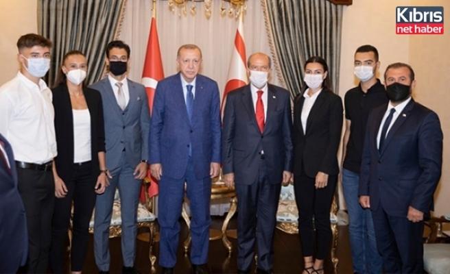 Tatar İle Erdoğan Dün Türkiye Milli Takımlarında Yer Alan Kıbrıslı Türk Sporcuları Kabul Etti