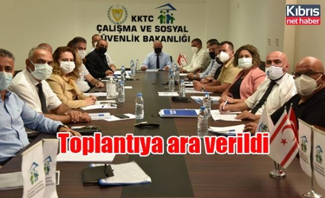 Asgari ücret saptama komisyonu, saat 16.00'da yeniden toplanmak üzere ara verdi