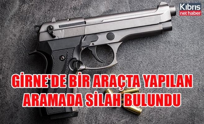 Girne'de bir araçta yapılan aramada silah bulundu