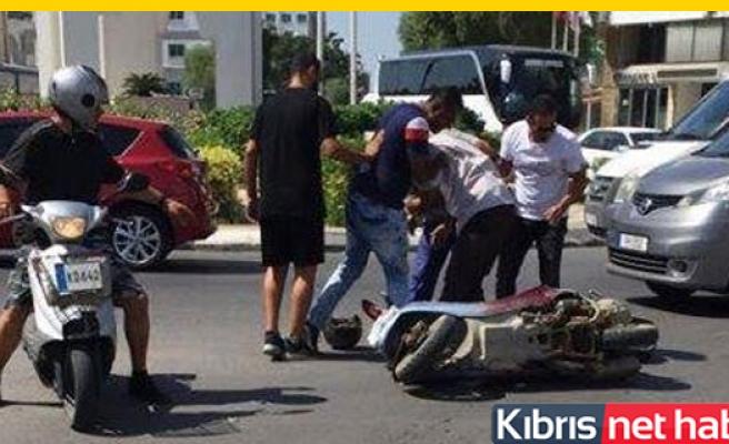 Araç motosiklete çarptı
