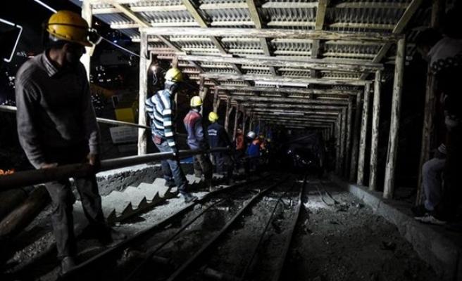 Çin'de Demir Madenini Su Bastı.. 9 Kişi Mahsur Kaldı