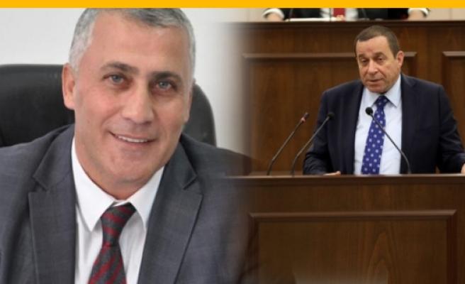 Denktaş, Maliye Bakanlığı görevini Amcaoğlu'na teslim etti