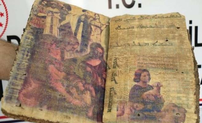 Diyarbakır'da 1400 yıllık kitap ele geçirildi!
