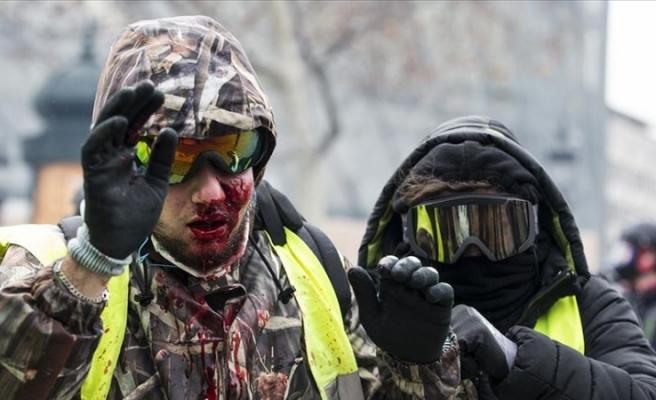 Fransa'da gazeteciler polis şiddetini kınadı