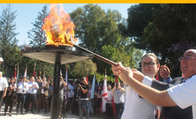 Gençlik Ateşi Atatürk Anıtı'nda Yakıldı