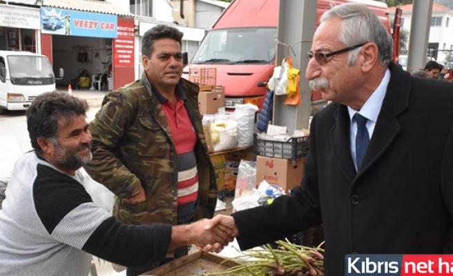 Girne Belediye Başkanı Güngördü, Açık Pazar'da Esnaf Ve Vatandaşların Yeni Yılını Kutladı