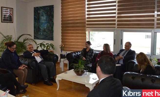 İçişleri Bakanı Baybars, DAÜ Rektörü Osam'ı Ziyaret Etti